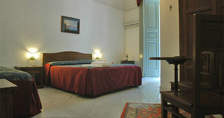 cheap hotels in Napoli